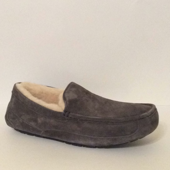 53a4dfd34ff UGGS M Ascot Men s Slippers Color Charcoal Size 11